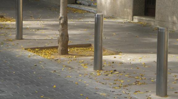 pilona inox instalada